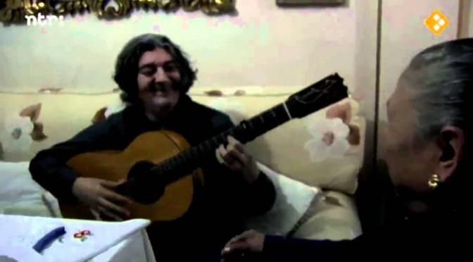 Tía María Bala con Morao a la guitarra